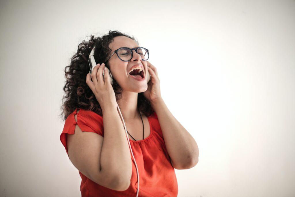 歌が下手な人の特徴と上手くなるための5つの方法【初心者向け】